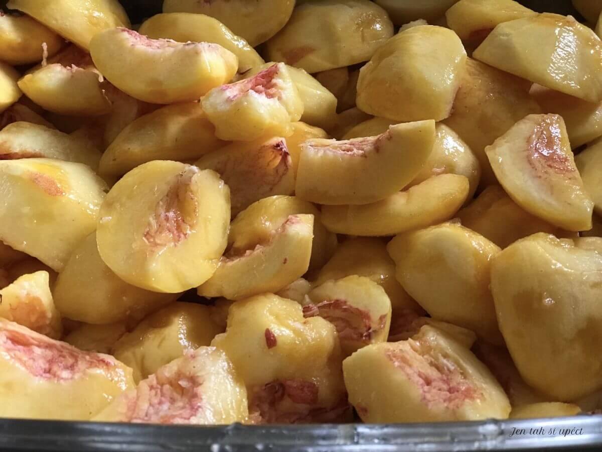 Pečené ovoce broskve