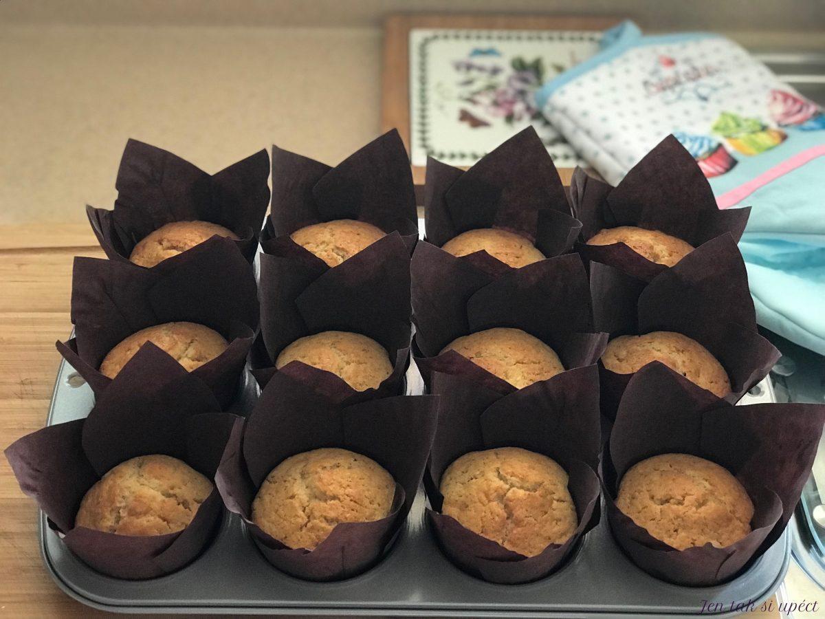 Hruškový muffin upečené těsto
