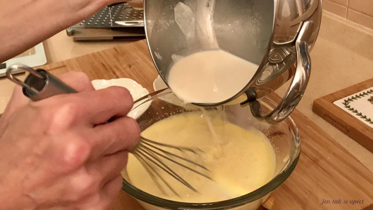 Profiteroles výroba krému přilévání mléka