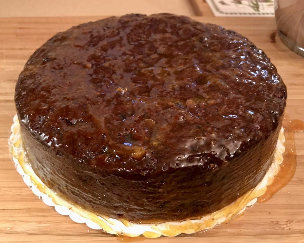 Christmas cake potřený glazurou