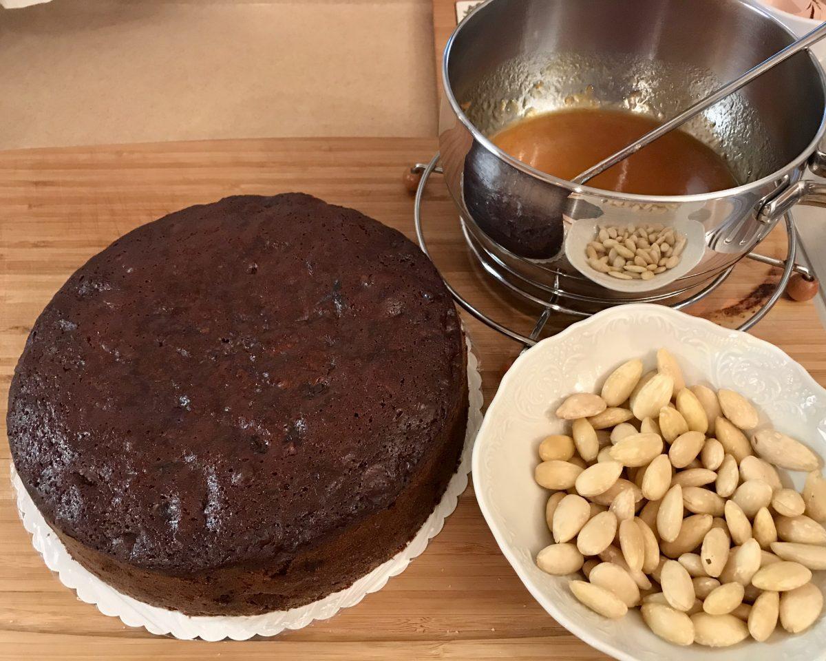 Christmas cake příprava na potírání glazurou 1