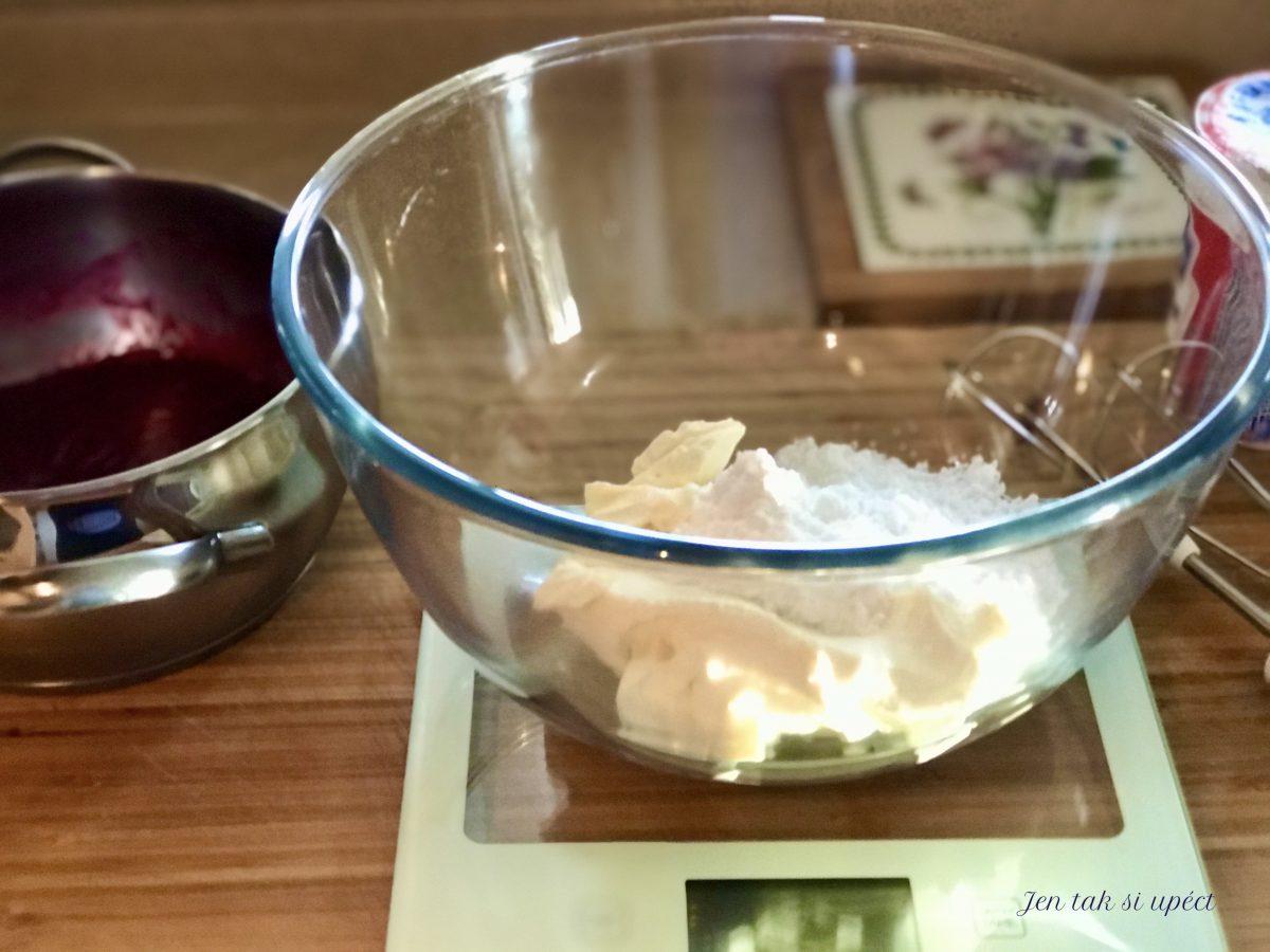 Vánoční cupcake s malinovým krémem krém 1