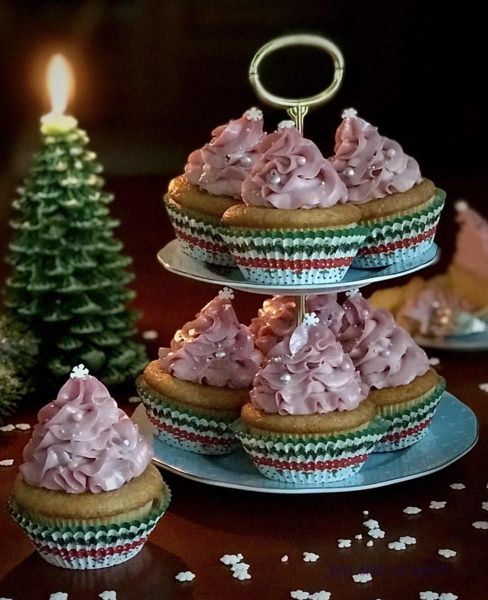 Vánoční cupcakes s malinovým krémem závěr 1