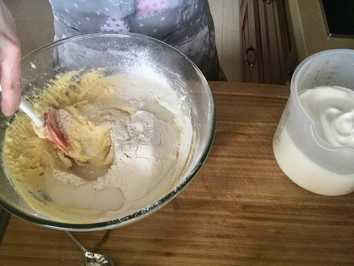 Třená bábovka mouka a mléko