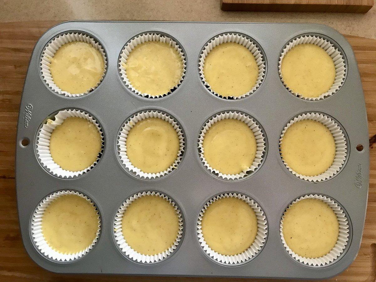 Cupcake s karamelovým krémem plnění těsta