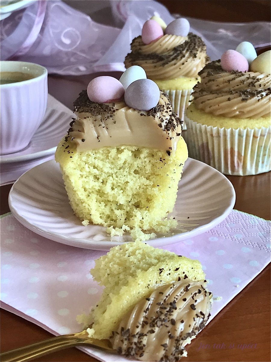 Cupcake s karamelovým krémem ze šlehačky závěr 3
