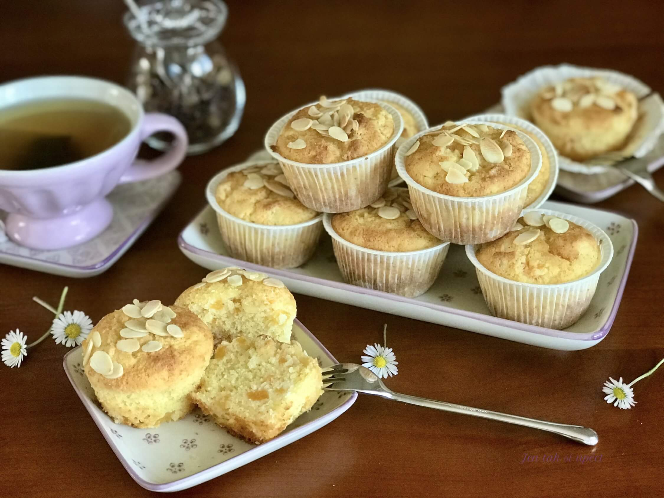 Muffiny s meruňkovým kompotem