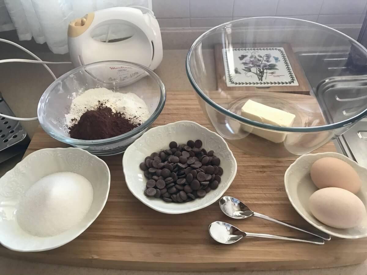 Suroviny čokoládové těst