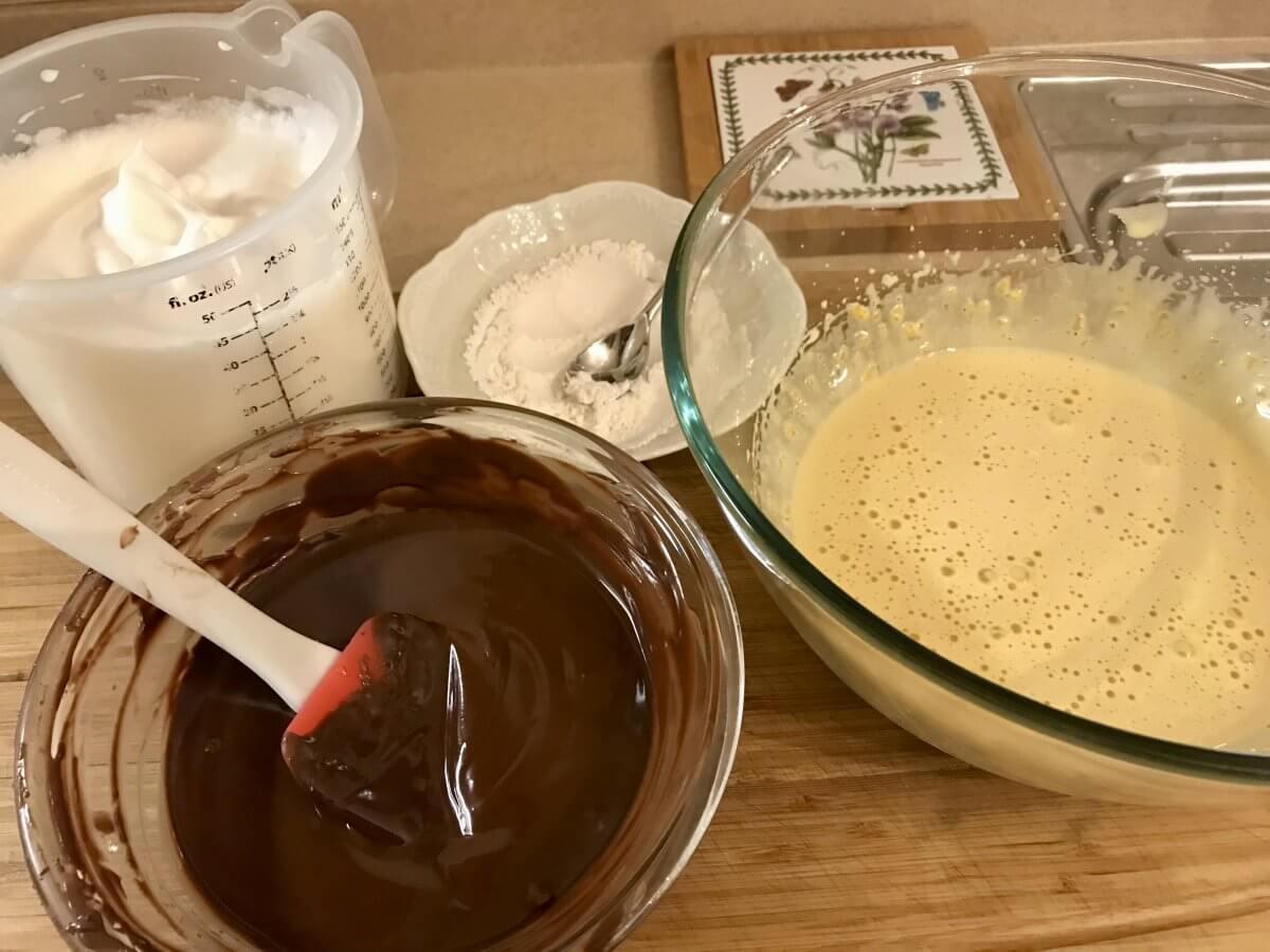 ledový čokoládový dort výroba těsta