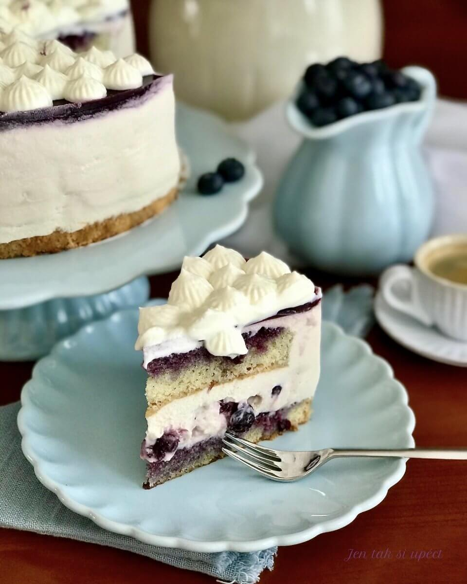 Vanilkový dort s borůvkama závěr3