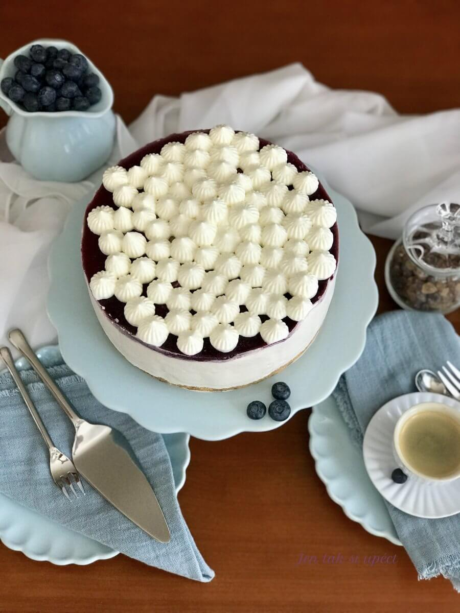 Vanilkový dort s borůvkama závěr4jpeg
