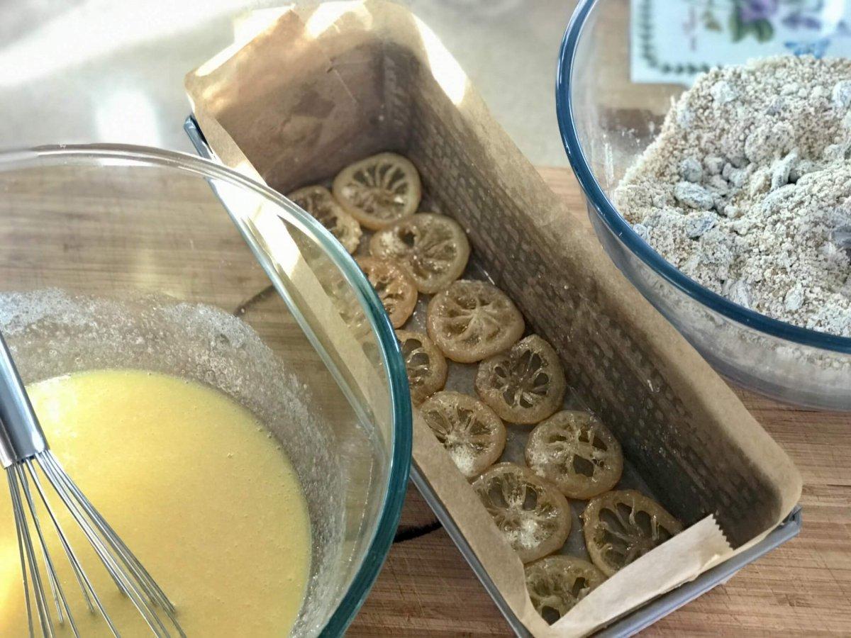 Příprava těsta a formy na citrónový chlebíček