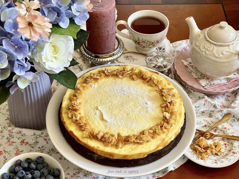 Tvarohový koláč s kokosem a bílou čokoládou